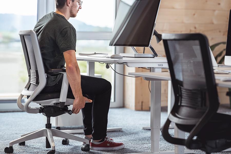 Mit der Einstellung der Sitzhöhe behältst du eine gesunde Körperhaltung.