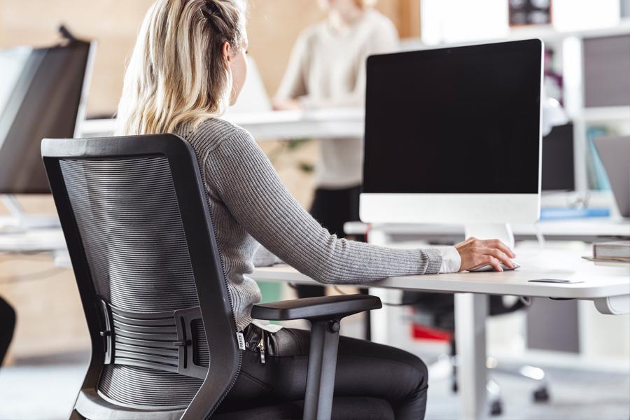 Ergonomisches Sitzen fördert die Gesundheit und das Wohlbefinden.