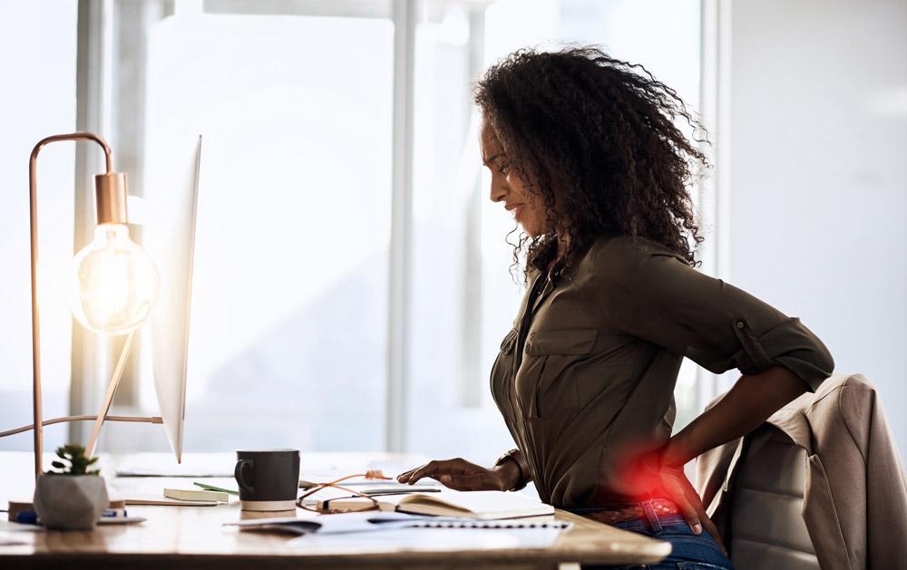 rückenschmerzen kommen oft durch falsche haltung, zu langes sitzen, oder zu wenig bewegung
