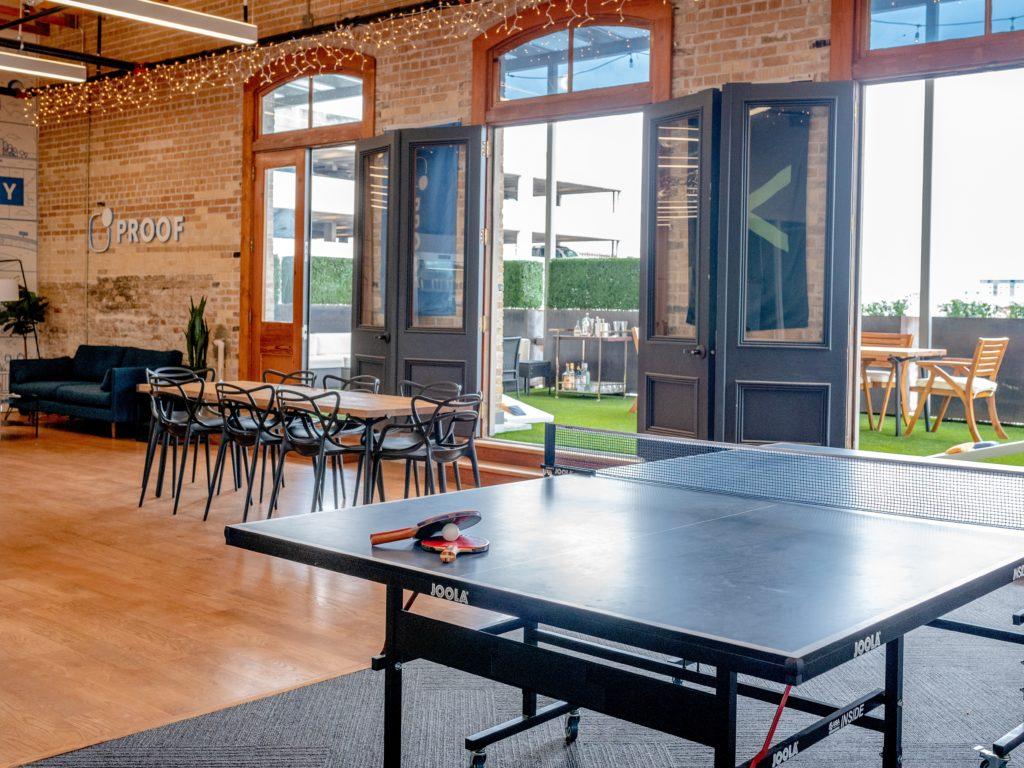 Beispiel eines Co-Working Spaces: modern, freizeitlich und großräumig.