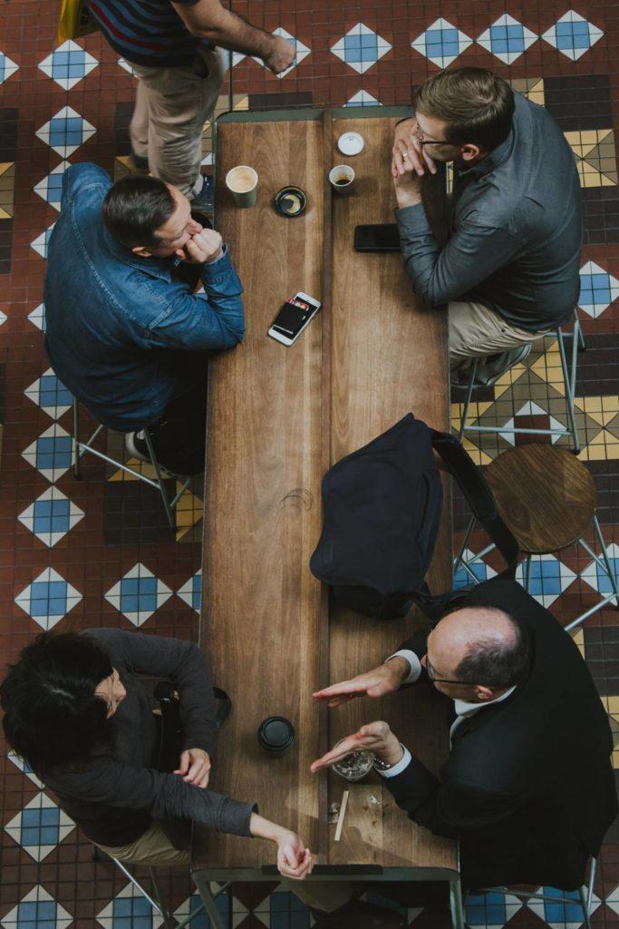 wegen vieler meetings sind die meisten arbeitsplätze in unternehmen nur mehr wenige male am tag besetzt