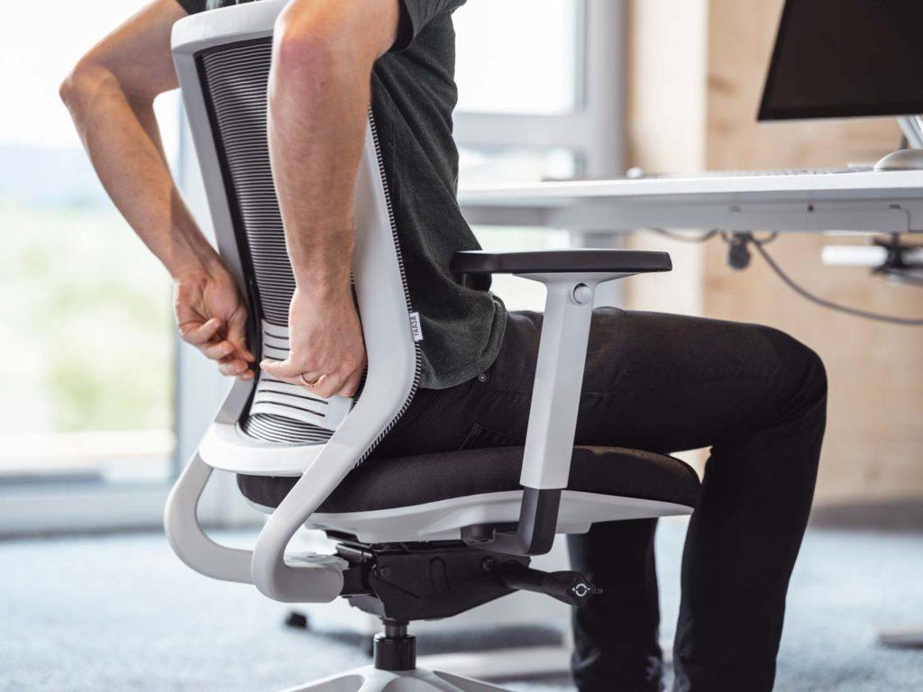 bürostuhl einrichten, anpassen, ergonomischer bürostuhl für home office, yaasa, höhenverstellbar