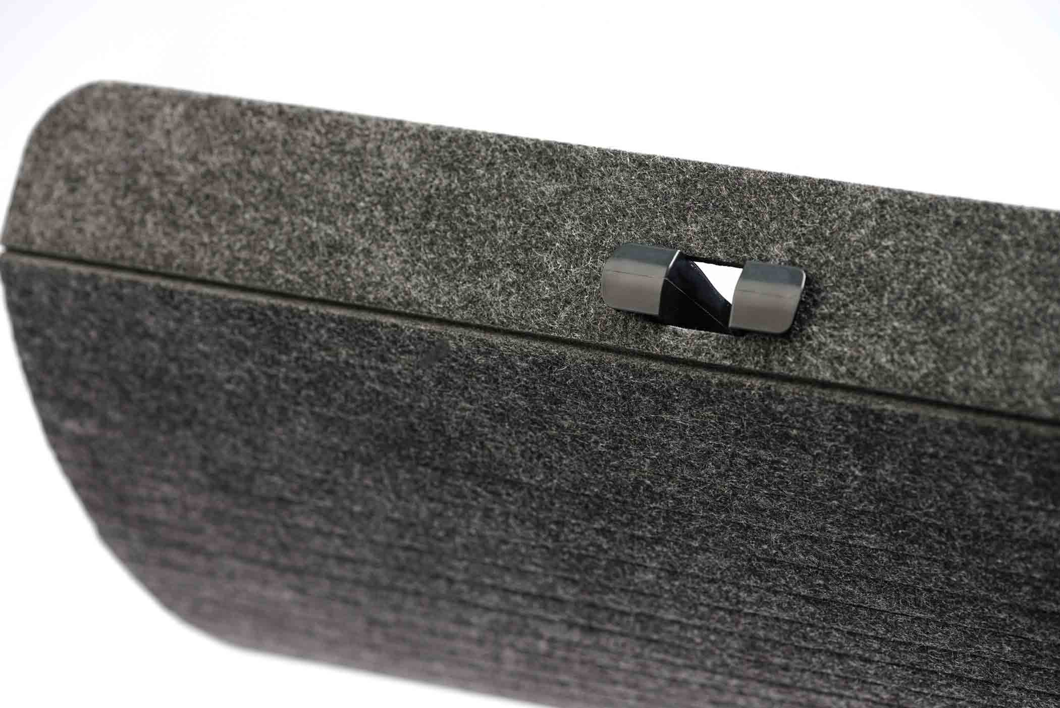 Das Material Filz ermöglicht die maximale Flexibilität und Anpassbarkeit des Cable Management.