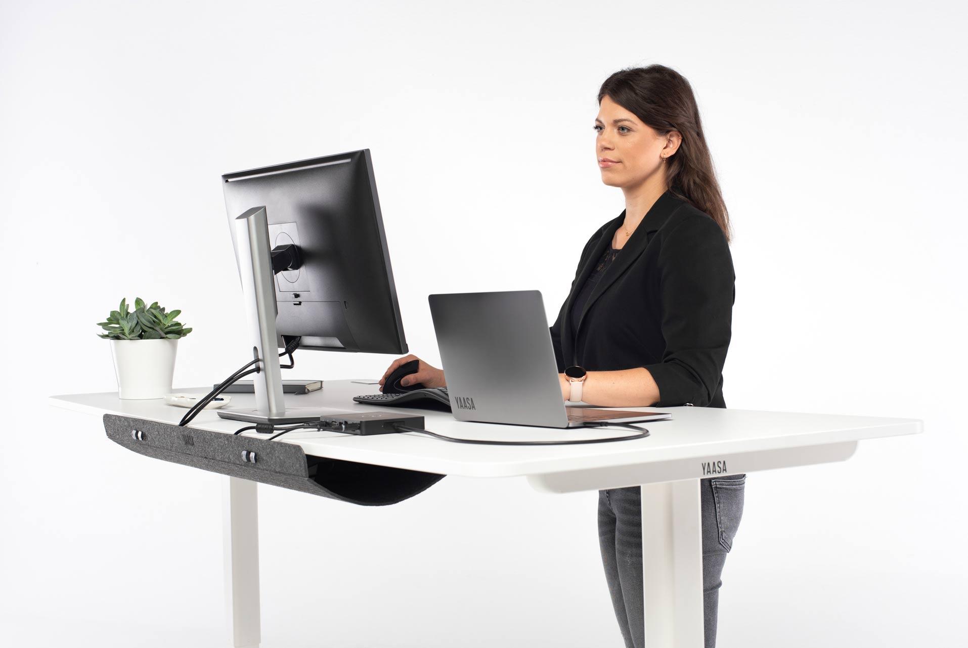 Stehend zu arbeiten fördert deine Gesundheit und Konzentration.